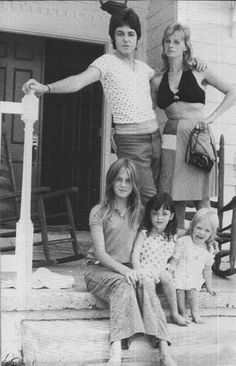 ♡♥Paul with wife Linda and their 3 girls Heather, Mary and Stella♥♡