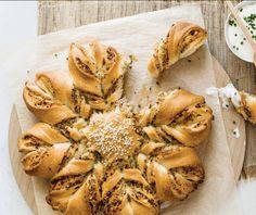 Pizza Snacks, Snacks Für Party, Dessert Cake Recipes, Desserts, Spanakopita, Cheesesteak, Bagel, Brunch, Food And Drink