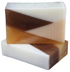 Pearamel w/Goat Milk  Warm, yummy and decadent.  One of the most scrumptious scents you will ever smell.  Top notes of granny smith apples, pears and black cherries followed by the warmth of caramel and maple sugar ending with notes of buttercream and vanilla.  All of this enhanced with the vitamins of goat milk for your skin.  Simply the best combination!