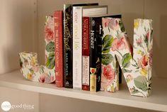 Como Fazer Aparador de Livros com Letras Decoradas