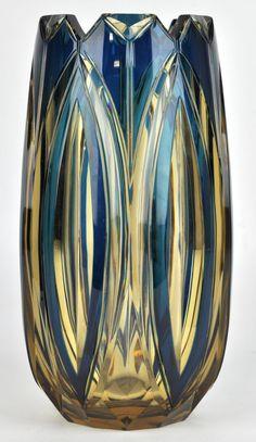 VSL Vase 'Ulysse' taille E.L. 65 - Cristal clair doublé bleu-pétrole - Pièce créée pour l'exposition universelle de Liège 1930 H 25,5 cm.