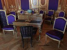 Salons Violet, Morris, France, Home Decor, Gray Paint, Apartments, Decoration Home, Room Decor, Home Interior Design