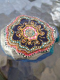 Únicas rocas pintadas por MitzyLeahs en Etsy