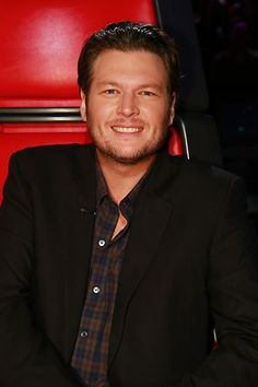 I could totally hang out with Blake Shelton.  He's seems so....genuine...funny...and best of all????  Southern!!!!  <3