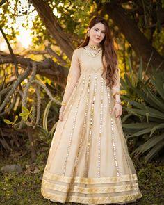 Pakistani Frocks, Pakistani Formal Dresses, Pakistani Models, Pakistani Dress Design, Pakistani Actress, Stylish Dress Designs, Stylish Dresses, Frock Fashion, Fashion Dresses