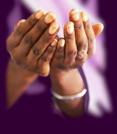 Prier celui qui peut tout ♥ pour recevoir de l'aide avec amour. Hands, In This Moment, Worship, Prayer, Islam, Channel, God, Purple, Gospel Music