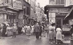 La rue Mouffetard, à l'angle avec la rue de l'Arbalète, vers 1955.