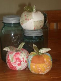 Free Apple Sewing Tute .. could make a great pin cushion or cute decorations :) Yummy!