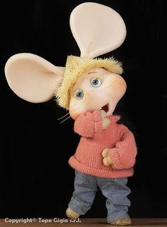 Como es posible ! No me acordaba de mi lindo Topo, Topo Gigio De casualidad estoy viendo un Disney film sobre unos ratoncitos  orejones, muy parecidos a ti Así.... De repente recordé ❤️❤️❤️
