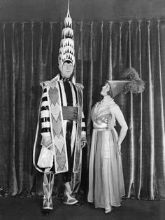William Van Alen with his wife at the 1931 Beaux Arts Ball. William Van Alen (August 1883 – May was an American architect, best known as the architect in charge of designing New York City's Chrysler Building 30 St Mary Axe, Star Wars Halloween Costumes, Adult Costumes, Fantasy Costumes, Diy Halloween, Chrysler Building, King Kong, Empire State Building, Art Nouveau