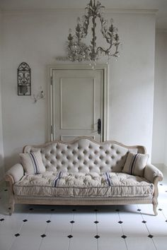 Blanc d 39 ivoire on pinterest french sofa couch and - Chaise blanc d ivoire ...