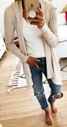 blue solid full length loose distressed jeans // grey solid flat/small heel open ankle height none/flat sandals // beige solid v-neck multiple buttons/snaps longhip length buttondowns // 47 Chic And Cute Winter Style Casual Outfit Ideas For Moms Cute Fall Outfits, Fall Winter Outfits, Stylish Outfits, Spring Outfits, Winter Clothes, Classy Outfits, Summer Clothes, Beautiful Outfits, Girly Outfits