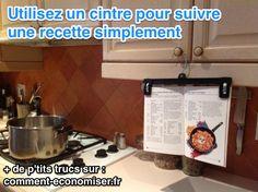 Avec cette astuce, vous pourrez lire votre recette confortablement, sans faire de tache.  Découvrez l'astuce ici : http://www.comment-economiser.fr/truc-suivre-recette-cuisine.html?utm_content=bufferf9b72&utm_medium=social&utm_source=pinterest.com&utm_campaign=buffer
