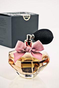 perfume lol i don't know what kind though Rose Perfume, Perfume Scents, Perfume And Cologne, Fragrance Parfum, Perfume Bottles, Parfum Fragonard, Deodorant, Parfum Chic, Perfume Recipes