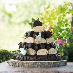 Impress your guests and create your own fudge masterpiece sculpture in a range of flavours using our mini slices. Get creative! You can use our mini size slices to create your own fudge masterpiece that will be appreciated by all your wedding guests. Cream And Fudge, Blackberry Syrup, Tuna Cakes, Vanilla Fudge, Fudge Cake, Dairy Free Options, Chocolate Fudge, Savoury Cake, Cake Mold