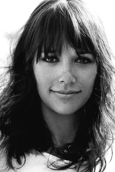 rashida jones, you make me want bangs all over again--if only i could also have her fabulous freckles!