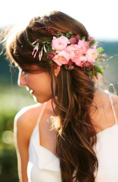 Bride's half up side part long curls flower crown wedding hair ideas Toni Kami⊱✿Flowers in her hair✿⊰