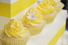 yellow cupcake | Posted by Bon Gâteau at 4:18 PM