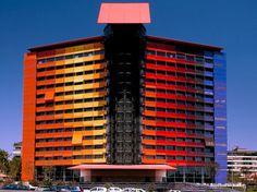 La-facade-hotel-Puerta-America-par-Jean-Nouvel