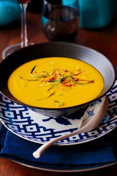 This Thai red curry squash soup recipe incorporates onions, ginger, Thai red curry paste, butternut squash, coconut milk, lime, lemongrass and scallions to create the ultimate comfort food meets fall recipe. Whether you're looking to eat this butternut squash recipe as a cozy fall dinner or pack it for lunch the next day, it's a great choice for a comfort food recipe. #comfortfood #fallrecipes #butternutsquash #butternutsquashrecipes #butternutsquashsoup #souprecipes Squash Recipe, Butternut Squash Soup, Best Soup Recipes, Fall Recipes, Thanksgiving Soups, Clean Pots, Red Curry Paste