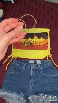 Diy Clothes Rack Cheap, Thrift Store Diy Clothes, Diy Clothes Refashion, Diy Clothes Videos, Diy Videos, Diy Clothes Design, Diy Fashion Hacks, Diy Tops, Clothing Hacks