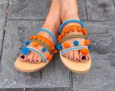 Sandalias de cuero hecho a mano griego, ric rac, pom pom trim, étnico tela y pom poms de «Libertad»
