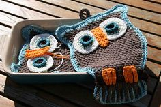 Owl Pocket Potholder, link for pattern: http://www.freevintagecrochet.com/potholder-pattern/lily59/owl