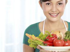 Wem sein Körper lieb und wertvoll ist, der sollte regelmäßig und in ausreichender Menge vitaminreiche Dinge essen und trinken. http://www.onmeda.de/bildergalerien/bildergalerie_vitamine.html