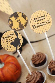 Free vintage Halloween printables, perfect for a Halloween party! See the whole collection at CatchMyParty.com.