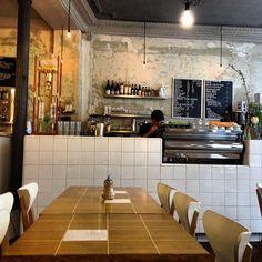 Coutume Café in Paris, Île-de-France - http://www.tripadvisor.nl/Restaurant_Review-g187147-d2337753-Reviews-Coutume_Cafe-Paris_Ile_de_France.html