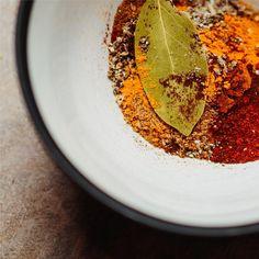 Muitas vezes, o segredo está nas especiarias. Para os pratos mais exigentes, a Unique Flavours reuniu cuidadosamente a melhor seleção de molhos e especiarias premium. Food, Spices, Dishes, Meal, Essen, Hoods, Meals, Eten