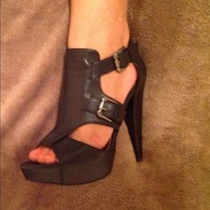 Goregeous Sexy Black Guess Heels