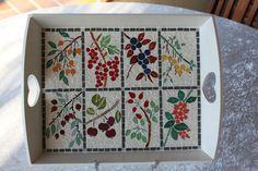 I created the design of this mosaic tray inspiring from ancien herbariums as a series of vignettes of all colours, excepting that the fruits are