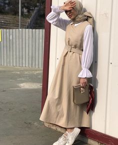 Junger Hijab,Genç Tesettür Junger Hijab Moda Miss Architect ,. Hijab Fashion Summer, Modest Fashion Hijab, Modern Hijab Fashion, Street Hijab Fashion, Hijab Fashion Inspiration, Muslim Fashion, Dresses For Hijab, Fashion Muslimah, Hijab Dress