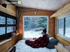 Tiny House Ideas that will change your life ! Buy A Tiny House, Tiny House Living, Tiny House Design, Tiny House Bedroom, Bedroom Bed, Buy House, Best Tiny House, Master Bedroom, Casas Containers