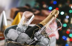 No matter the occasion, Champagne is the perfect accompaniment – or focus – for all celebrations. Whether you're marking a special occasion or relaxing with friends at a dinner party, Champagne is … Tomate Cocktail, Sauce Cocktail, Champagne Brunch, Champagne Flutes, Pinot Noir, Moet Chandon, Menu Nouvel An, Christmas Party Venues, Champagne