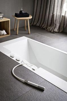 Rectangular Corian® #bathtub ERGO-NOMIC by Rexa Design   #design Giulio Gianturco #bathroom