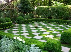 What a wonderful usage of a small backyard. Just like Alice in Wonderland. I want to have a tea party here!