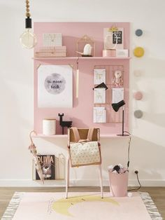 Lovely pink desk that would be an easy plywood DIY - great inspiration for a kids room Une jolie collection qui promet d'adoucir ce jour tant redouté. Pink Desk, Nest Design, Design Design, Interior Design, Desk Areas, Study Areas, Kids Room Design, Room Kids, Big Girl Rooms