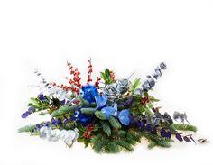 www.carolinabouquet.com centro navideño con decoraciones en azul y ramas de pinsapo,acebo,eucalipto...