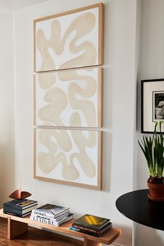 This Rising Design Star Skipped a Sofa in Her 300-Square-Foot Studio Apartment Entryway Art, Entryway Ideas, Amber Interiors, Soho House, Upper East Side, Studio Apartment, Apartment Goals, Big Houses, Diy Wall Art