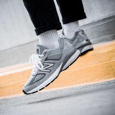 New Balance 990 Herren-/ Frauenschuh grau Grey New Balance, Trends, Kicks, Me Too Shoes, Trainers, Fashion Shoes, Street Wear, Footwear, Purple
