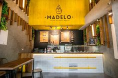Design of the second location for the yogurt ice cream brand Madelo, in the Palma Grande commercial center in Medellín.Through our Experience-Driven Design methodology, we performed an analysis of the the consumer experience and service, which resulted … Yellow Restaurant, Restaurant Concept, Cafe Restaurant, Kiosk Design, Cafe Design, Restaurant Interior Design, Shop Interior Design, Gelato, Cafe Concept