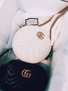 Find tips and tricks, amazing ideas for Gucci purses. Discover and try out new things about Gucci purses site Gucci Handbags, Handbags On Sale, Luxury Handbags, Purses And Handbags, Designer Handbags, Designer Bags, Cheap Handbags, Gucci Bags, Popular Handbags