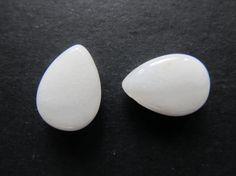 2 briolettes de Jade blanc 18x13x6mm par lepetitmagaz sur Etsy