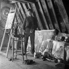 Karel Appel in his studio, 1950-1954. Photo by Dirk de Herder.