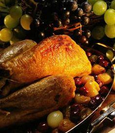 Recette Pintade Gourmande aux Raisins - Envie de bien manger. Plus d'idées recettes spécial Noël ici : http://www.enviedebienmanger.fr