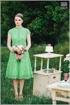 Купить или заказать Платье ' Lady Mint ' в интернет-магазине на Ярмарке Мастеров. Платье в технике ирландского кружева красивого цвета мяты. Платье в стиле 60-х, с расклешенной юбкой и строгим стильным верхом . Узор платье это кусты роз и бабочки... Модный цвет свадеб и свадебных платье в этом сезоне Mint & Peach.