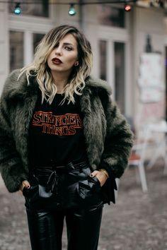 Fashion Week styling | location: Berlin | labels: Topshop, Pinko | Wie kombiniere ich ein Stranger Things Logo shirt und eine  Lackhose