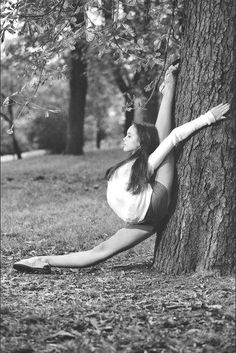 Oh my god I'm just wondering how does not hurt herself with her leg against the tree bark